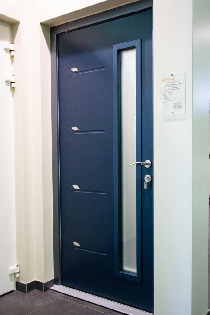 Porte d'entrée monobloc en PVC avec panneau Novatech en acier
