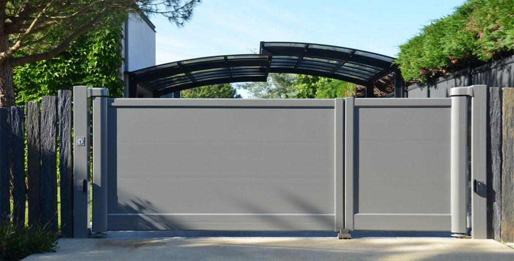 Portails & portes de garage : Portail aluminium contemporain de la gamme Installux fabriqué dans notre atelier